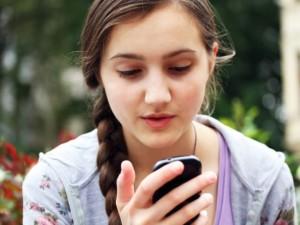 Jongere met smarthpone