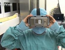 Chirurg opereert met VR